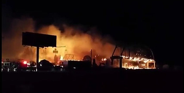 Full throttle saloon destroyed by fire video